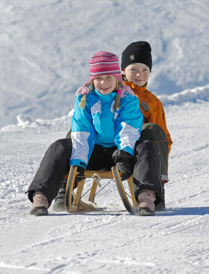 Kinder Winter Rodel Bayern